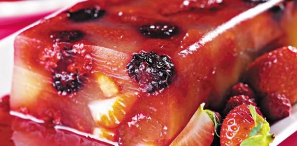 receita-gelatina-ao-rum-com-frutas-vermelhas