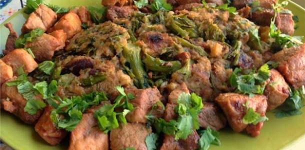 Carne-de-Porco-com-Migas-de-Bróculos