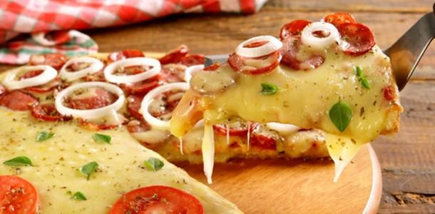 receita-pizza-com-massa-de-pao-de-queijo