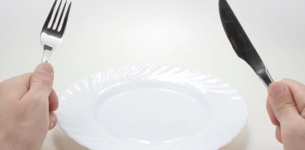 prato-vazio-jejum-fome-1348772181982_956x500