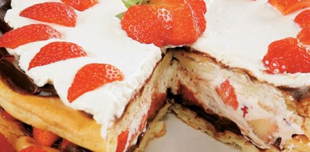 receita-torta-bombom-de-chocolate-e-morango