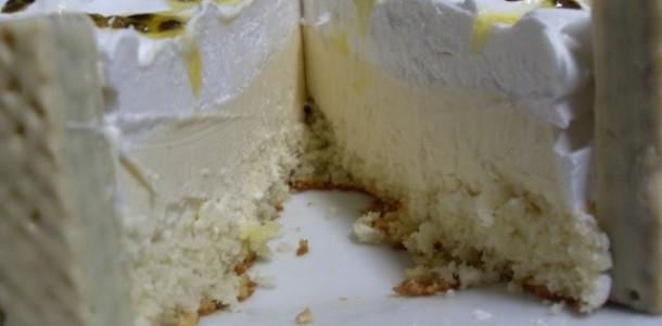 bolo-mousse-de-maracuja-com-chocolate-branco
