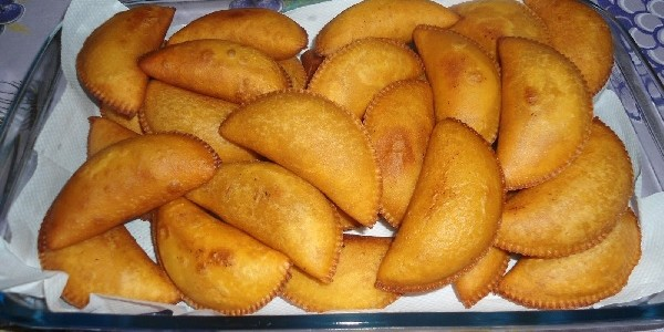 pastel-com-massa-cozida
