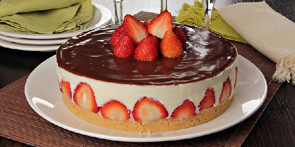torta-de-morango-com-chocolate