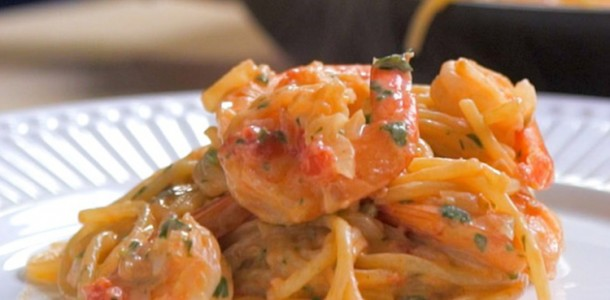 7_receita_espaguete-camarao-ao-molho-rose_colonial_750x750_09-03-3