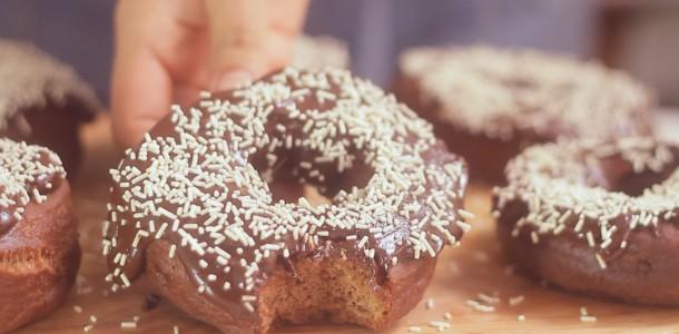 84cnzp0itw1q_4BywfF1kJy0ISgQUK0cWSa_donuts-de-chocolate-com-ganache_landscapeThumbnail_en-US