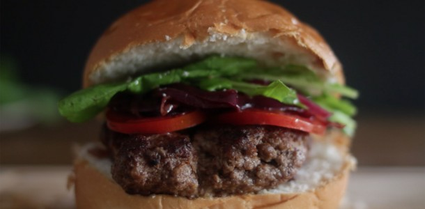 84cnzp0itw1q_4l2SuAn2XSsoeGkScywY4W_burger-com-recheio-de-gorgonzola_landscapeThumbnail_en-US