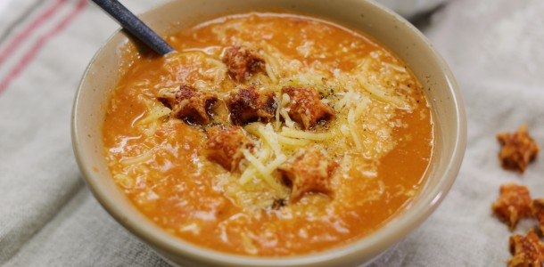 a34b9354-roast_tomato_soup_with_cheese_stars_l_still